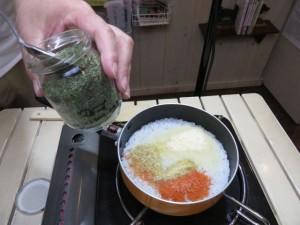 わんこのふりかけ「小松菜」を適量加えます